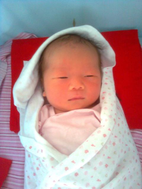 在宝宝即将一岁的时候,让我们一起回顾,宝宝刚出生的样子 晒片