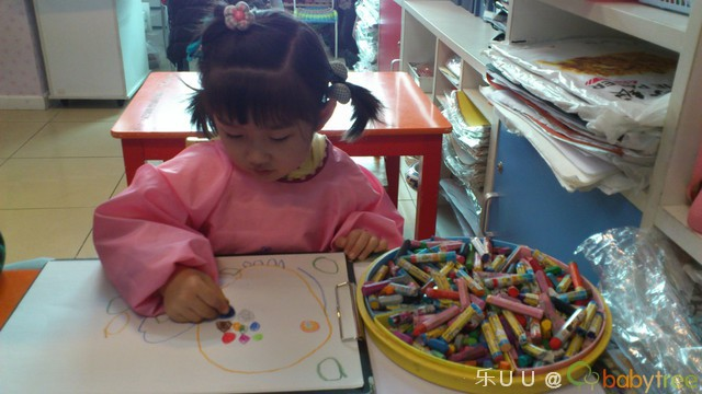 彩笔画画报-绘画班试听课 犹豫了好久到底要不要给uu报个绘画班,终于在u