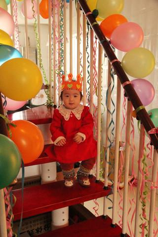 妍希宝1岁生日阿姨们来祝福我吧图片