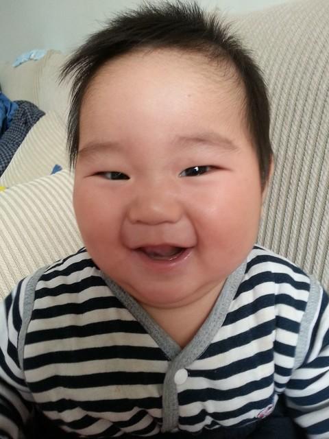 关于宝宝的头发 有没有宝宝头发前面的翘起来的不敷贴的有没有