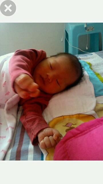 1天宝宝总吐奶睡觉惊厥怎么办
