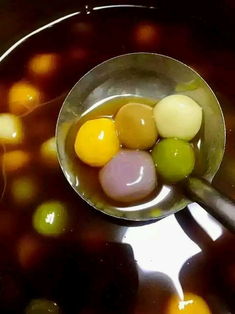 元宵佳节,五彩的汤圆吃起来